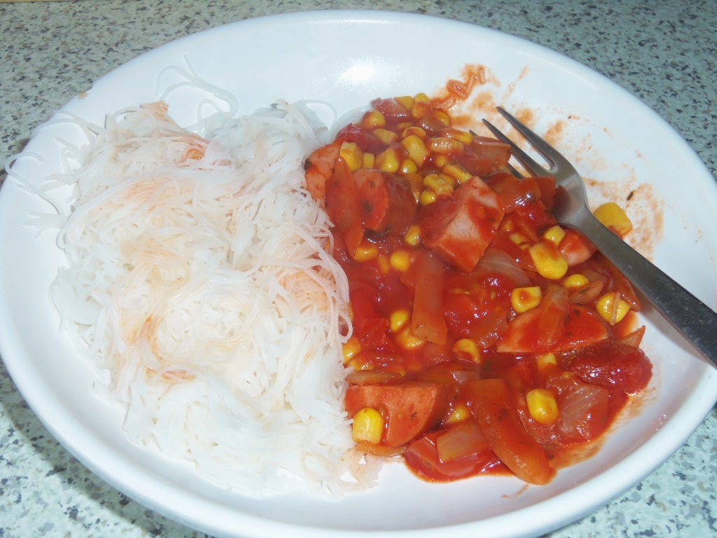 Pork, sweetcorn and tomatoes with vermicelli rice noodles