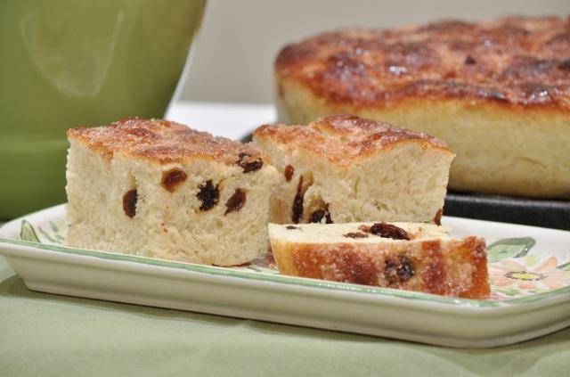 cinnamon-raisin-focaccia-squares
