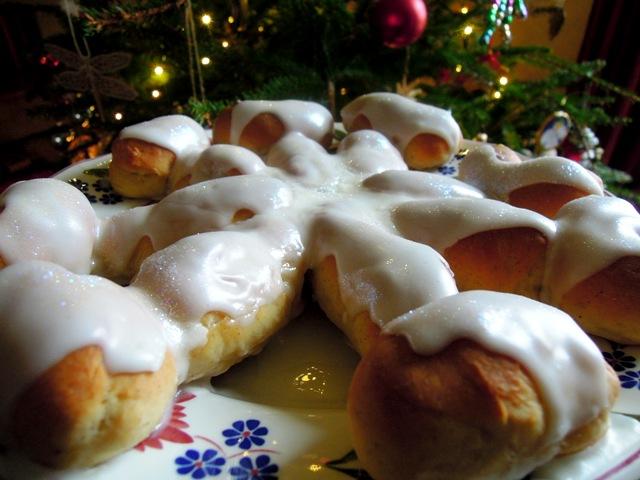snowflake tear and share iced buns
