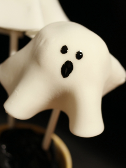 Halloween ghost cake pop
