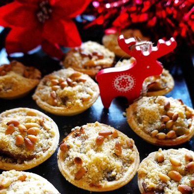 15. Roasted Pear & Mincemeat Crumble Tarts