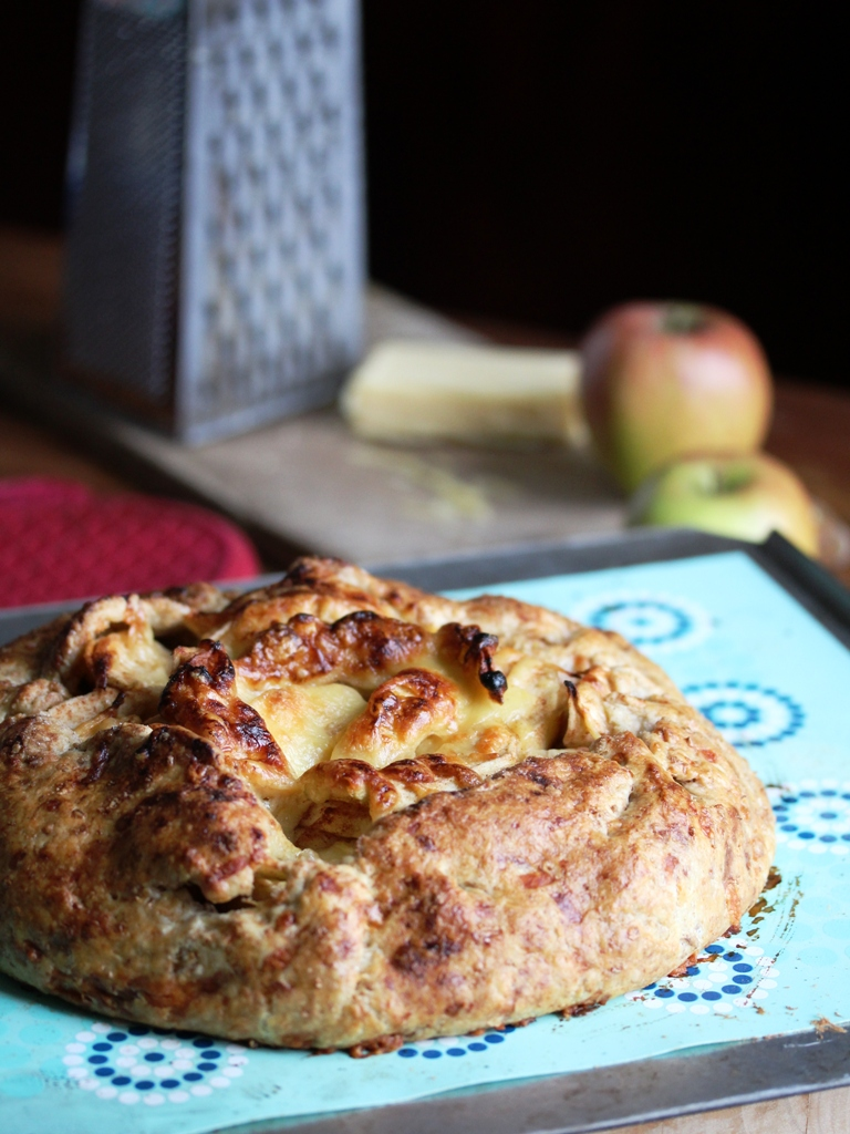 cheddar and apple rough puff pie
