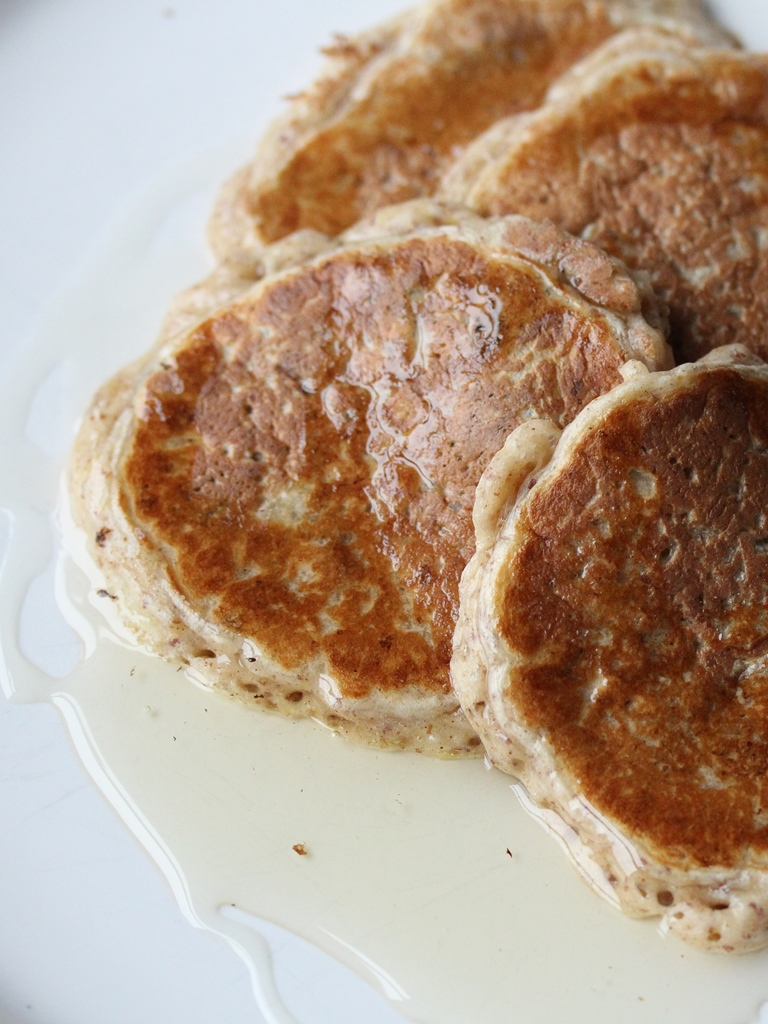 apple cinnamon and raisin pancakes