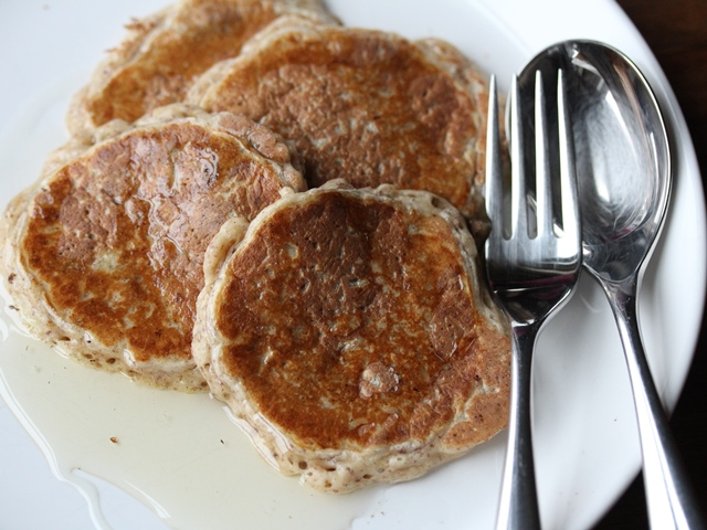 apple cinnamon and raisin pancakes3